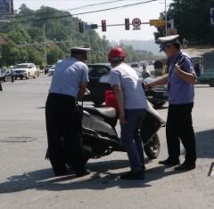 公安交警:全員上路護航高考