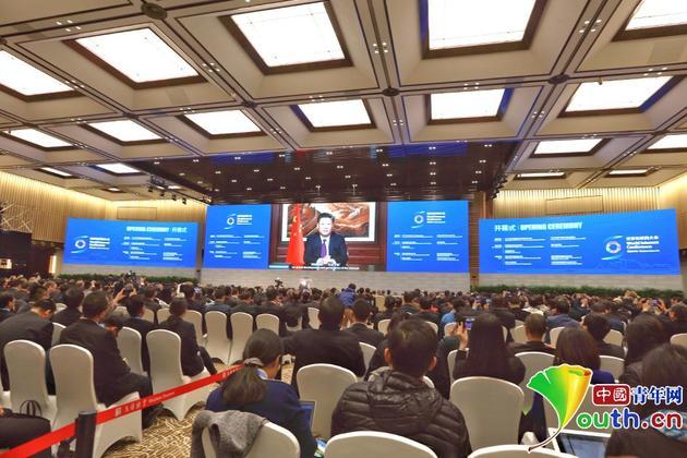 11月16日,第三屆世界互聯網大會在烏鎮開幕,中國國家主席習近平在會上以視頻方式發表重要講話。 中國青年網記者 張炎良 攝