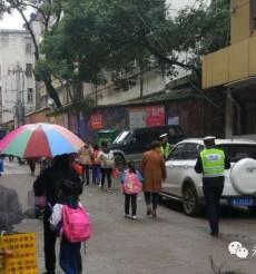 文明永州| 凤凰园交警全力保障校园周边交通安全