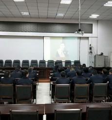 零陵交警大队组织观看杨雪峰同志先进事迹视频报告会