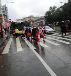 【交通顽瘴痼疾整治】零陵:多部门联合集中整治马路市场