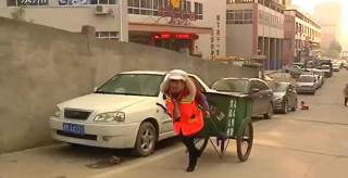 环卫工人:永州中心城区严寒中的坚守者