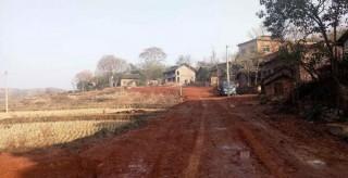 冷水灘村民自籌資金13萬余元擴建幸福路