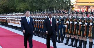 习近平同安哥拉总统洛伦索举行会谈