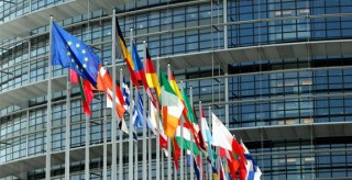 推动中欧关系取得更大发展 ——欧盟专家学者热议第三份《中国对欧盟政策文件》