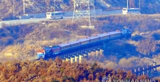 韓國火車時隔10年后再次抵達板門站,朝鮮火車現場迎接