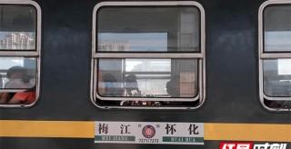 湖南最后的慢火車②|7270次:就算虧,也要為苗族侗族村民開下去