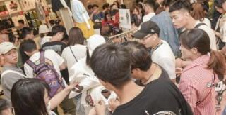 抢购跨界联名款引热议 中国年轻一代成消费新引擎