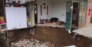 江永:村民一家外出旅游家中卧室意外塌陷